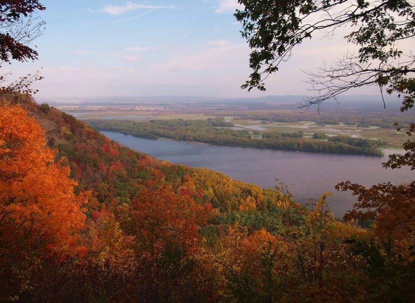 Dan Autumn bluffs_wikicommons