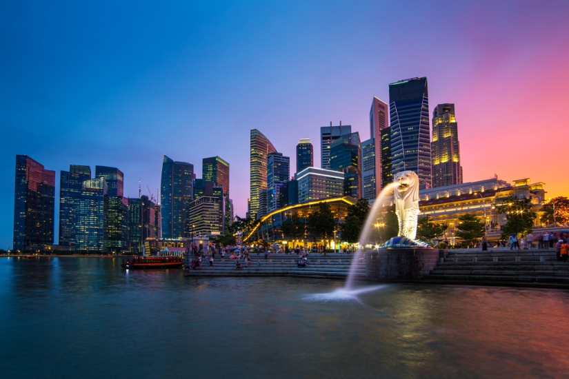 Singapore skyline, Marina bay and Merlion fountain view at dusk